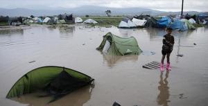 Yunanistan'daki Sığınmacı Kampını Su Bastı